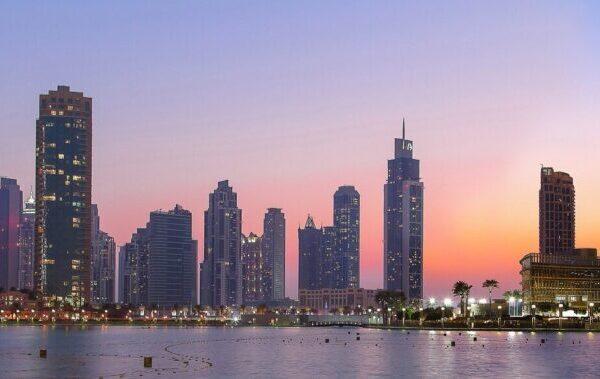 Udenrigsministeriet advarer om risikoen for digital kontrol i Dubai og de øvrigt Forenede Arabisken Emirater. Det skriver HovsaDeling.dk.