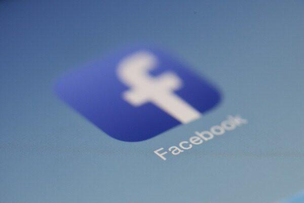 Facebook lukker profiler, som ikke overholder reglerne. Det skriver HovsaDeling.dk