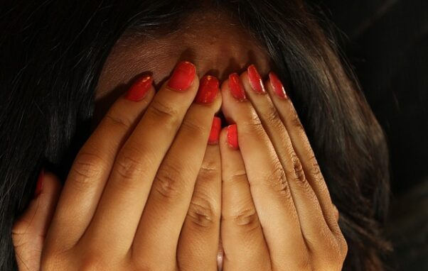 Kvinde dømt for ulovligt deling af formodet terrorvideo på Messenger. Videoen blev optaget i Marokko i december 2018, hvor formodede terrorister dræbte 24-årige Louisa Vesterager Jespersen fra Danmark og 28-årige Maren Ueland fra Norge. Foto: Octavio Lopez Galind/Pixabay