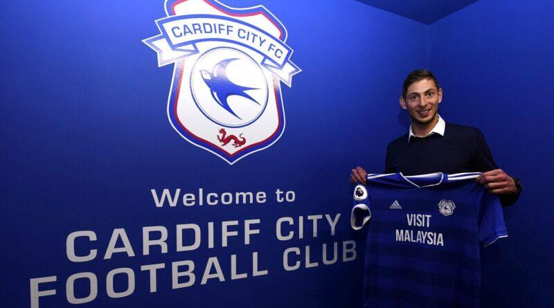 To klubber strides om betalingen i forbindelse med Emiliano Salas klubskifte, og to personer er blevet dømt for at dele fotos af den dræbte fodboldspiller. Det skriver HovsaDeling.dk. Foto: Cardiff City FC på Twitter.