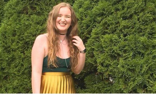 Den 21-årige Amelia Bambridge blev fundet druknet i havet mellem Cambodia og Thailand, og hendes familie blev rystet over at se fotos af hendes lig på sociale medier. Nu bliver Facebook og Instagram kritiseret for at nægte at fjerne billederne. Det skriver HovsaDeling.dk. Privatfoto.