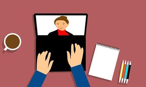 Politiet sigter 25-årig mand fra Hillerød for blufærdighedskrænkelse, udbredelse af børneporno samt uberettiget deling af billeder. Sagen har tilknytning til en straffesag, hvor en mand fra Aalborg er tiltalt for at bruge 590 kvinders billeder fra Facebook til et online byttekatalog med intime billeder. Det skriver HovsaDeling.dk. Illustration: Mohamed Hassan/Pixabay